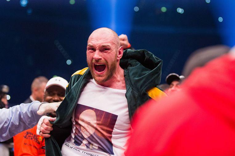 Tyson Fury viert zijn overwinning. Beeld afp