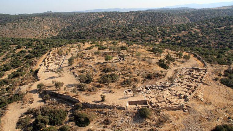 Khirbet Qeiyafa, een oude vestingstad die zo'n dertig kilometer van Jeruzalem vandaan ligt. Het ontdekte paleis lag in het midden van deze stad en keek uit over de lagergelegen huizen. Beeld epa