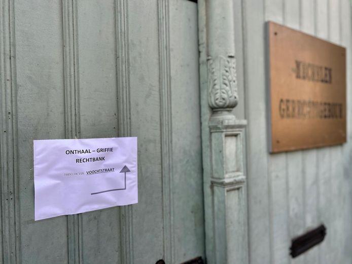 Een van de verscherpte maatregelen in de rechtbank van Mechelen is de sluiting van de hoofdingang.