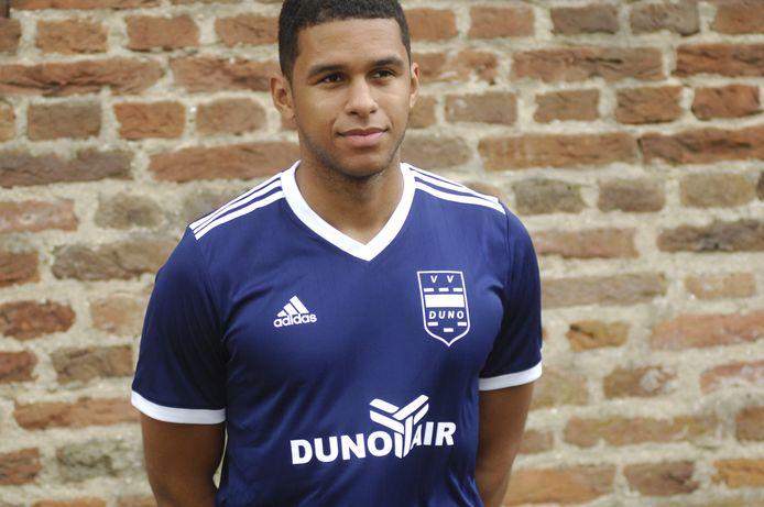 Cali Daniel in het shirt van DUNO.
