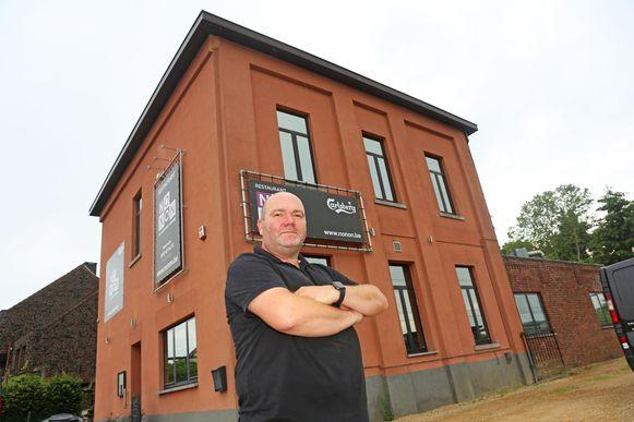 Chef-kok Kris Van der Cammen voor zijn restaurant dat in het najaar wordt afgebroken.