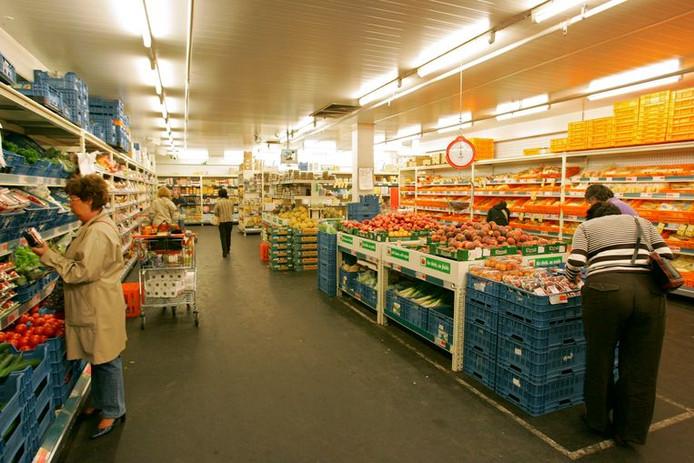 Plusieurs milliers de personnes veulent passer la nuit de jeudi à vendredi, annoncée comme extrêmement chaude, dans un frigo de l'enseigne de supermarchés Colruyt.