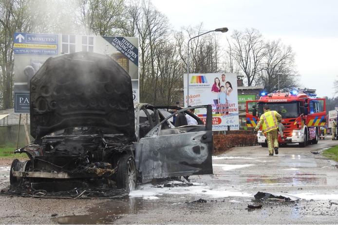 Autobrand op N69.