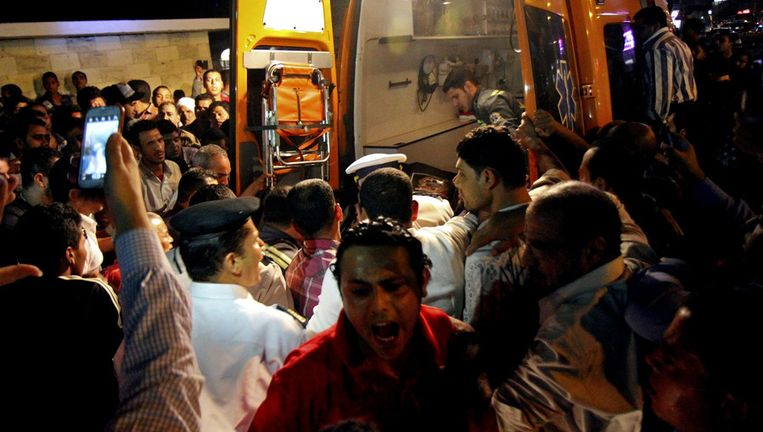De chaos na de dodelijk aanslag op de politieagent afgelopen vrijdag. Beeld ap