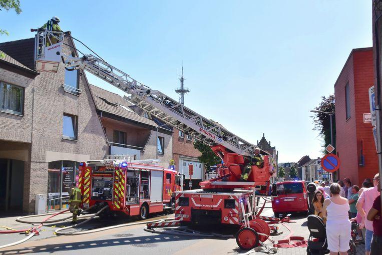 Tijdens de brand werd de Zwevegemsestraat noodgedwongen een tijd plaatselijk afgesloten.