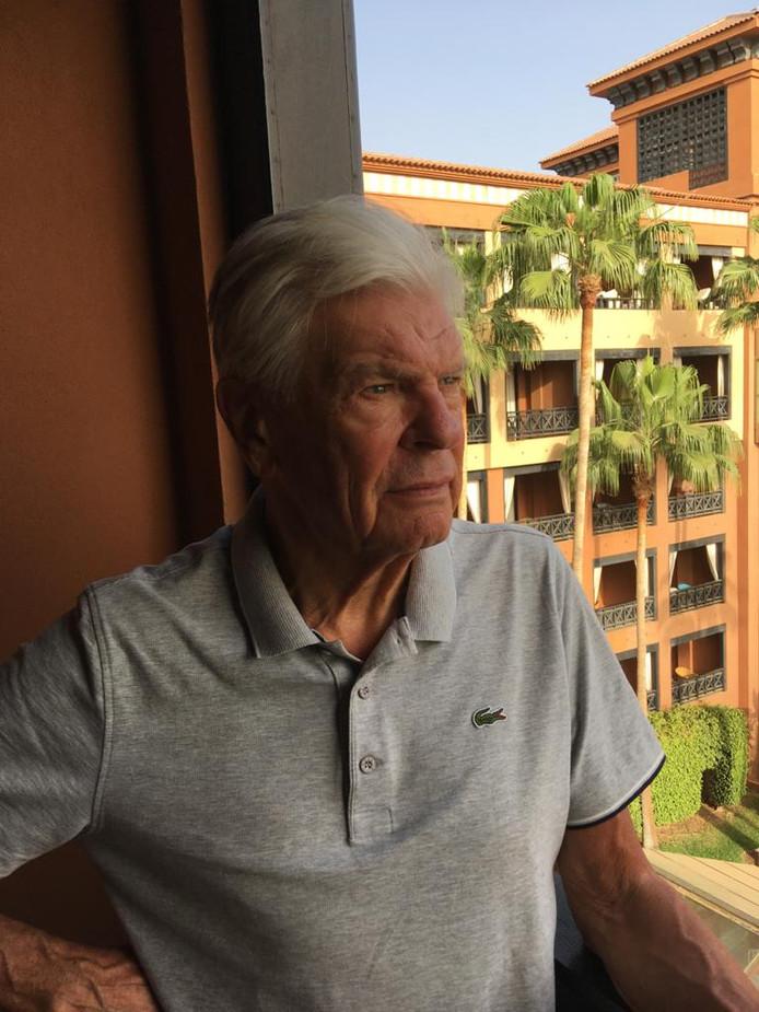 Ad Elissen in zijn hotelkamer in het door het coronavirus getroffen hotel in Adeje, Tenerife.