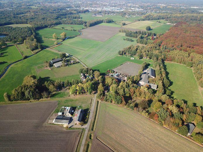 Het gehucht Bruggerhuizen ligt ingeklemd tussen het Leenderbos en de Tongelreep.