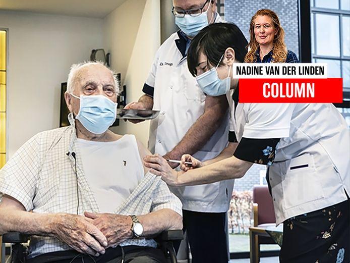 De 96-jarige Jos Hermans kreeg vanochtend het allereerste vaccin toegediend.