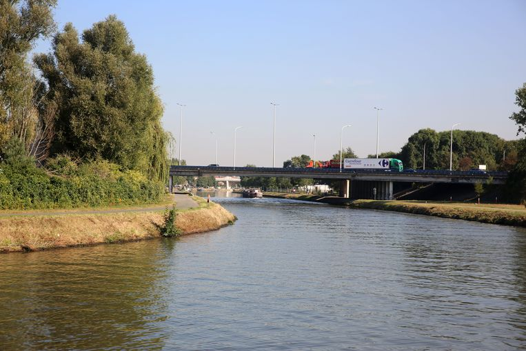 Volgende week start De Vlaamse Waterweg met de vernieuwing van de rechteroever van het Kanaal Brussel-Charleroi tussen de De Bruyckerweg in Drogenbos en de R0-brug in Sint-Pieters-Leeuw.