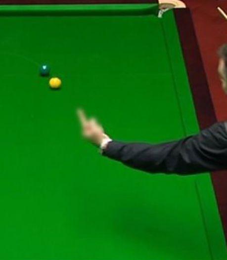 Bizar: Snookeraar geeft witte bal middelvinger bij WK