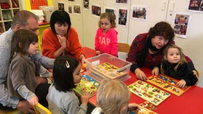 """'Babbelaars' helpen juffen in klassen waar het Nederlands stilaan verdwijnt: """"Achterstand in eerste leerjaar voorkomen"""""""