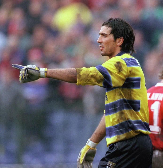 Gianluigi Buffon in 1998 spelend voor Parma.