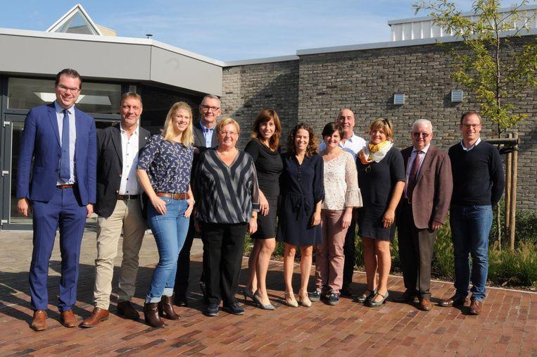 Burgemeester Simon Lagrange (links) met de nieuwe kandidaten van Open Zulte.