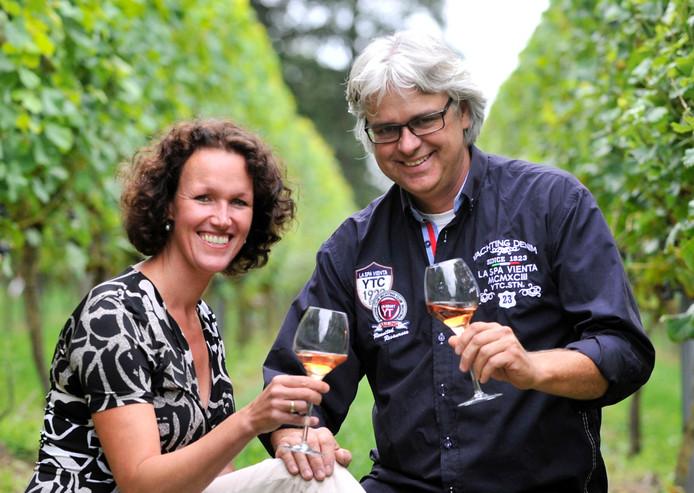 Archieffoto van wijnboeren Ilse en Roelof Visscher uit Bentelo