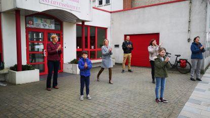 Sint-Lievens-Houtem applaudisseert voor hulpverleners en anderen die  aan de slag blijven