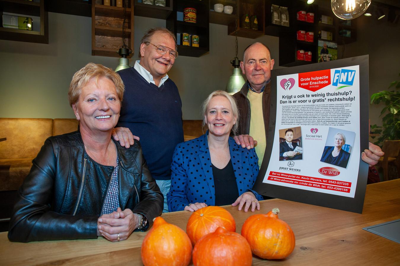 Erica Stinissen (juridisch ondersteuner Jurist Wevers), René Beunders (Sociaal Hart Enshede), mr. Linda de Widt (Advocatenkantoor de Widt) en Herman Gooiker (FNV Lokaal Enschede) gaan de strijd aan met het thuishulpbeleid van Enschede.