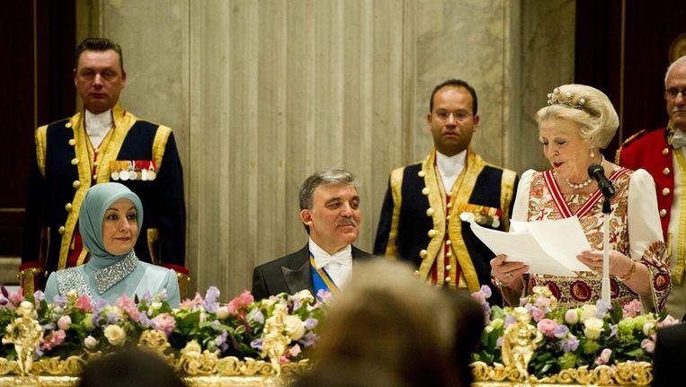 Koningin Beatrix houdt een toespraak tijdens het staatsbanket met president Gül en zijn vrouw. Beeld epa