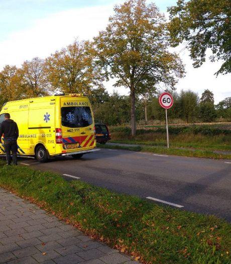 Meisje van haar fiets gereden door scooter in Ederveen