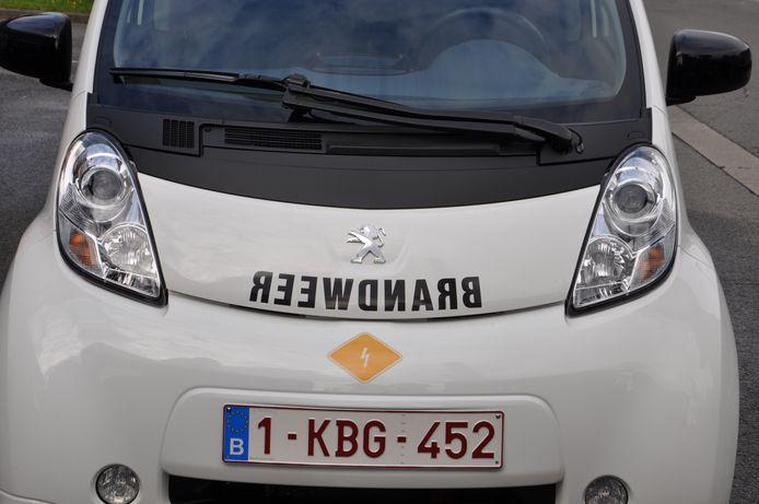 Met dit pictogram weet de brandweer dat het voertuig elektrisch is.