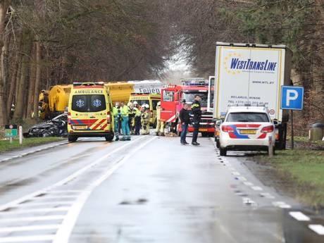 Automobilist zwaargewond na ongeluk met vrachtwagen op N35 bij Raalte