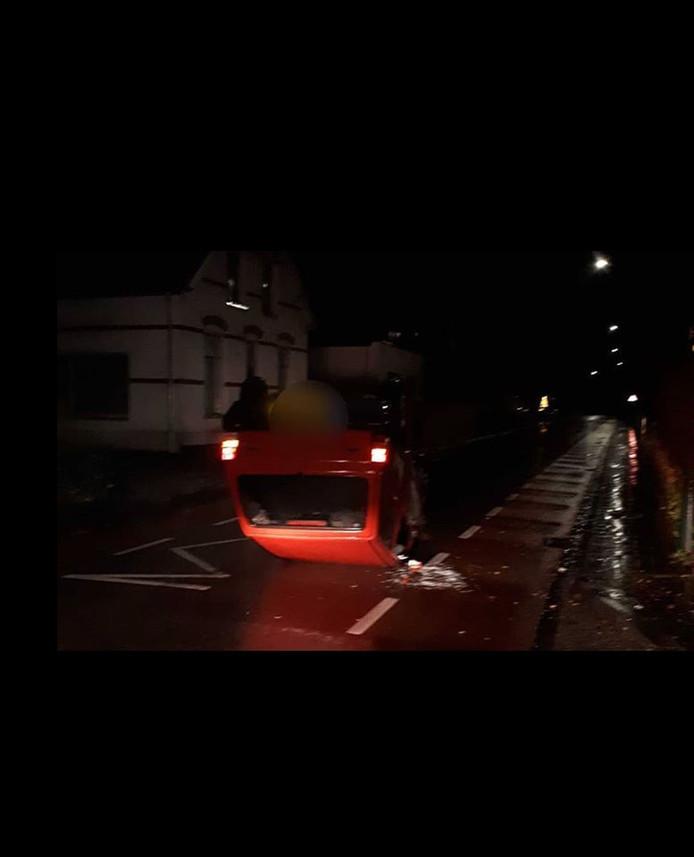 In Renkum sloeg een auto over de kop. De bestuurder had te veel gedronken en eerder die nacht voor ruzie gezorgd in een kroeg.