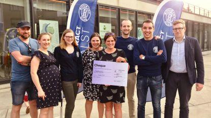 Rotaract schenkt cheque aan vzw Shelter