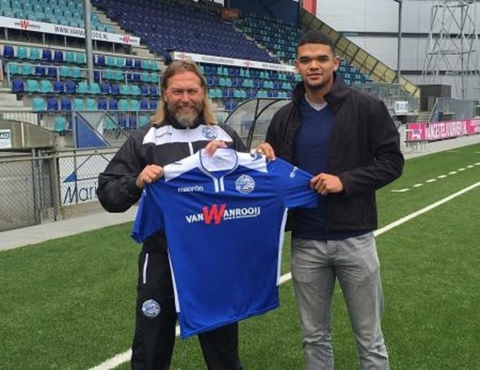 Kadeem Pantophlet (rechts), hier met trainer René van Eck, werd begin dit seizoen nog gepresenteerd als nieuwe aanwinst van FC Den Bosch.