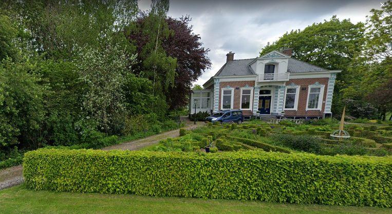 Een vrijstaand landhuis in de provincie Groningen met twaalf kamers kost evenveel als een tweekamerappartement in Amsterdam-Centrum. Beeld Google Street View
