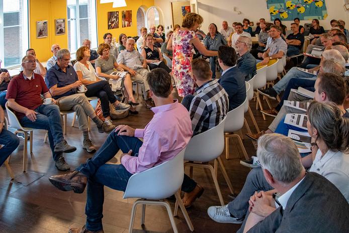 De bijeenkomst over de toekomst van locatie Hispohal werd goed bezocht.