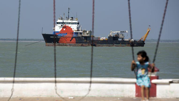 Het schip Caballo de Troya van Oceanografia ligt voor de kust van Ciudad del Carmen in Mexico in 2014. Dat jaar ging het bedrijf failliet door fraude. Rabobank was een van de gedupeerden. Beeld Bloomberg via Getty Images