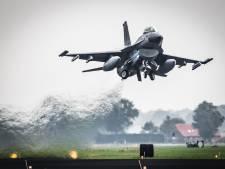 F-16 boven Amersfoort: Defensie oefent nu alleen noodzakelijke vluchten