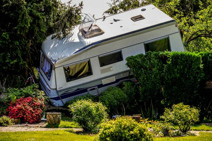 Schade aan een caravan in Boisheim,  waar een tornado grote schade heeft aangericht. Foto Thilo Schmuelgen