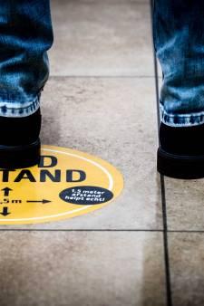 Hilversum zet gastvrouwen in om bezoekers te wijzen op spelregels