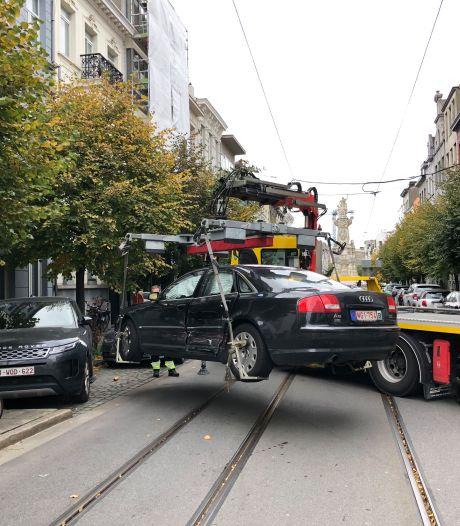 Twee auto's beschadigd na botsing tussen meerdere wagens