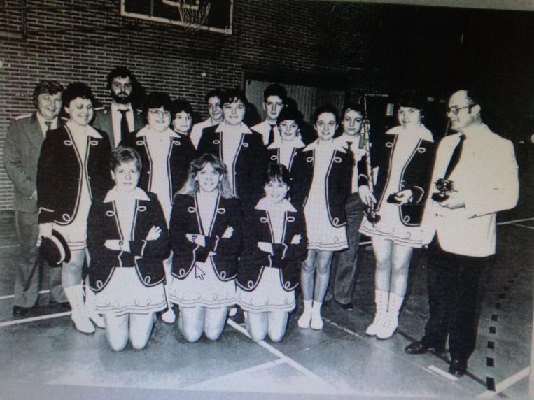Het trommelkorps in 1984 op het provinciaal kampioenschap in Heverlee.