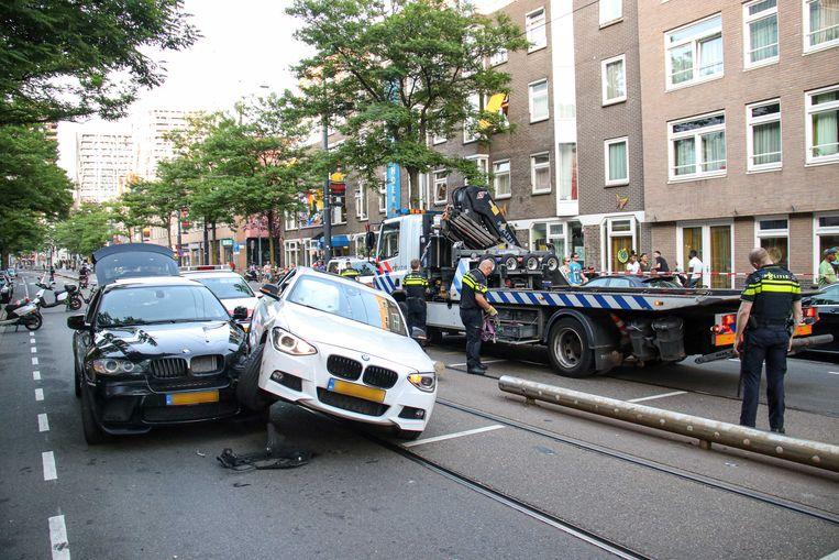 Bij een ongeluk eind juni in Rotterdam klapte een bestuurder op een andere auto, onder invloed van lachgas. De automobilist werd aangehouden voor rijden onder invloed en gevaarlijk rijgedrag.  Beeld ANP