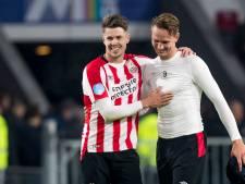PSV-captain Van Ginkel neemt defibrillator in gebruik in woonplaats van videoanalist Wim Rip