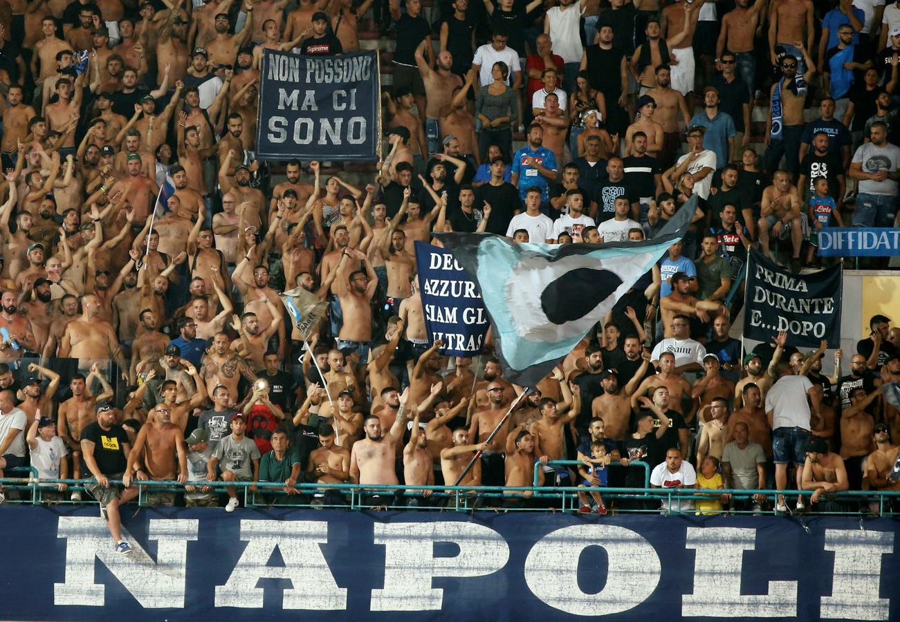 Supporters van Napoli in het Stadio San Paolo.