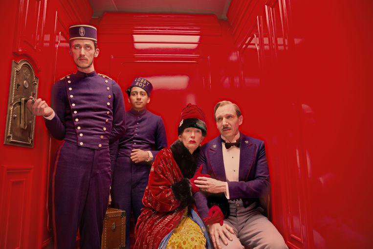 Paul Schlase, Tony Revolori, Tilda Swinton en Ralph Fiennes in The Grand Budapest Hotel Beeld