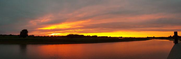 Zonsondergang boven Deventer.