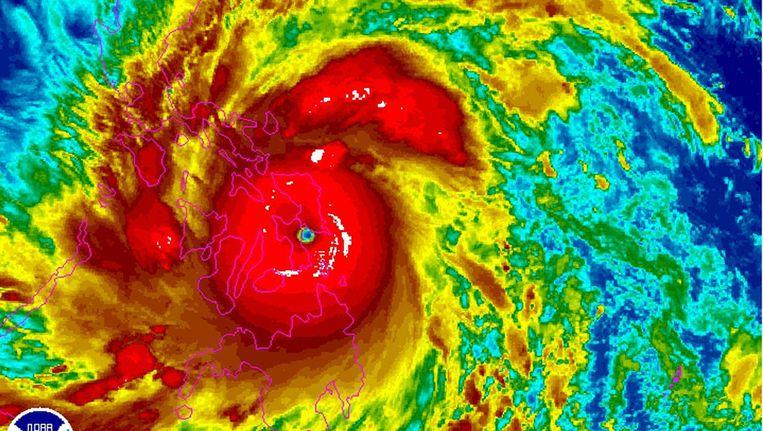 Een satellietfoto van de tyfoon Haiyan Beeld ap