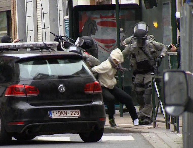 Salah Abdeslam is arrested by police and bundled into a police vehicle during a raid in the Molenbeek neighborhood of Brussels, Belgium, Friday March 18, 2016. Beeld ap