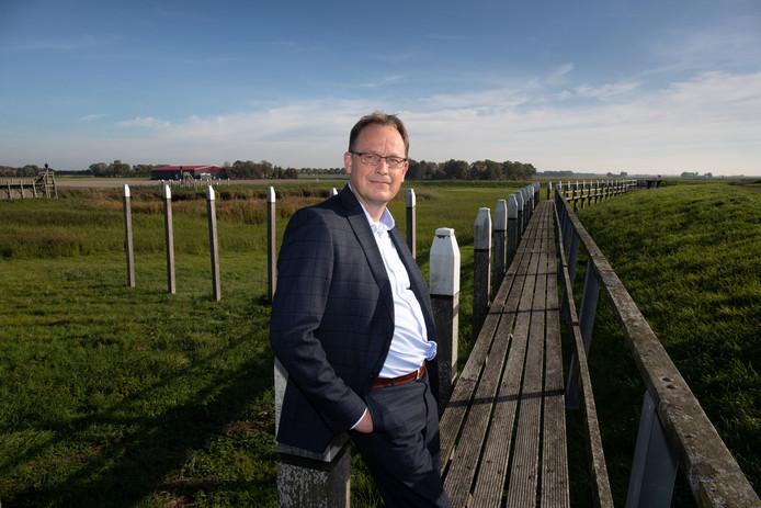 Harald Bouman (47) wordt de nieuwe burgemeester van de gemeente Noordoostpolder. Bij was wethouder afkomstig van een lokale partij: GemeenteBelangen Eemsmond. Op de foto poseert hij op 'Oud Emmeloord', de voormalige haven van het eiland SchoklandFoto Freddy Schinkel, IJsselmuiden © 091018