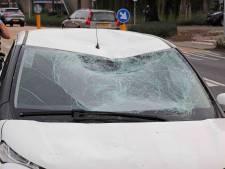 Fietser naar het ziekenhuis door botsing met auto in Waalwijk