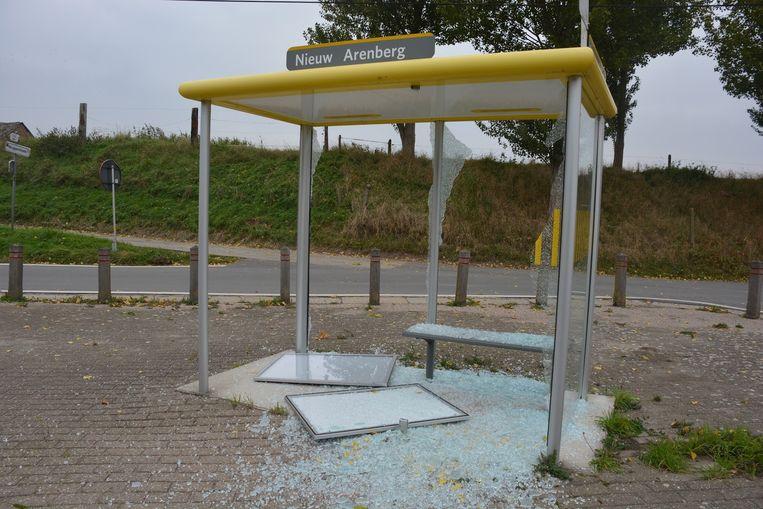 De bushokjes tussen Kieldrecht en Doel waren al vaak het mikpunt van vandalen.