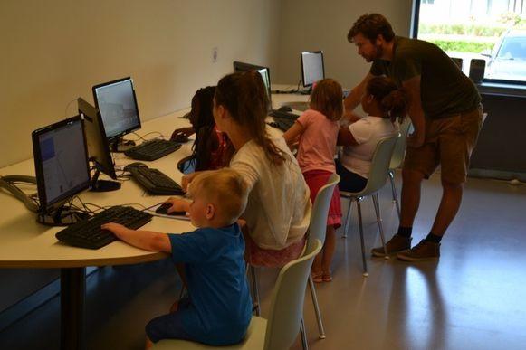Tijdens zomerscholen krijgen kinderen al spelenderwijs les