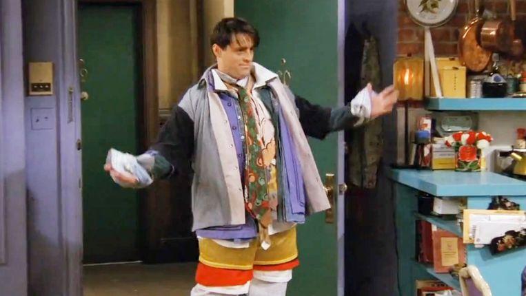 In een Friends-aflevering maakt 'Joey' het leven van zijn flatgenoot 'Chandler' zuur door al diens kleding aan te trekken.