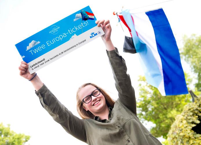premium kaart reis gewonnen Geslaagde Renske (16) uit Benschop verrast met vliegtickets in