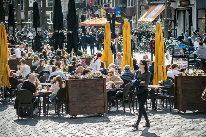 De Grote Markt in Breda wordt door vele gezien als prachtige plek, fijn om te vertoeven. Maar anderen zijn minder enthousiast, omdat het plein met zijn kinderkopjes moeilijk toegankelijk is voor mensen met een beperking.