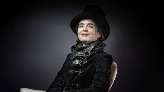 """Uitgeverij ontkent overlijden Amélie Nothomb (54): """"Bericht gedeeld door vals profiel, ze is kerngezond"""""""